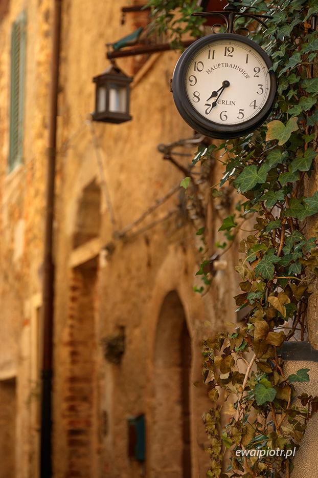Montemerano i zegar z berlińskiego dworca, Toskania