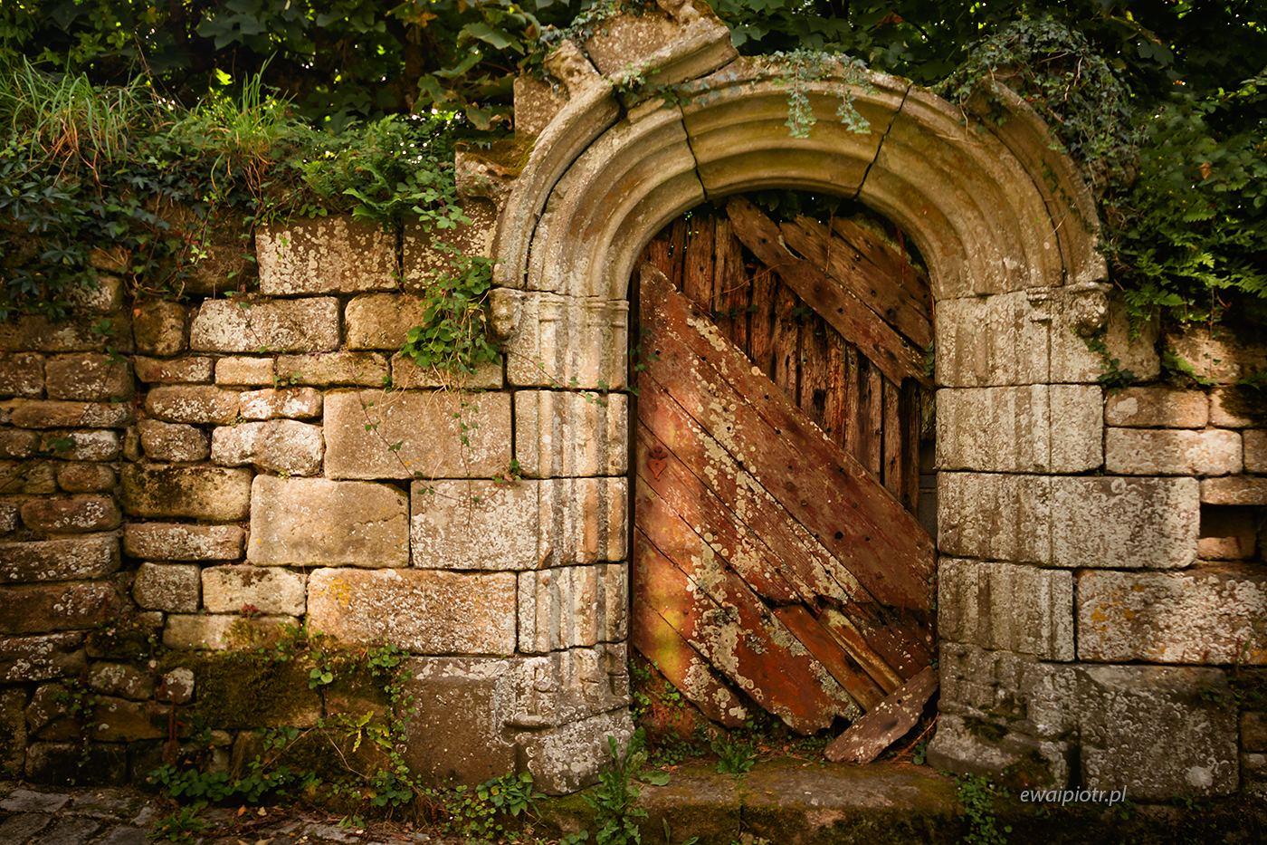 Brama w Locronan, Bretania