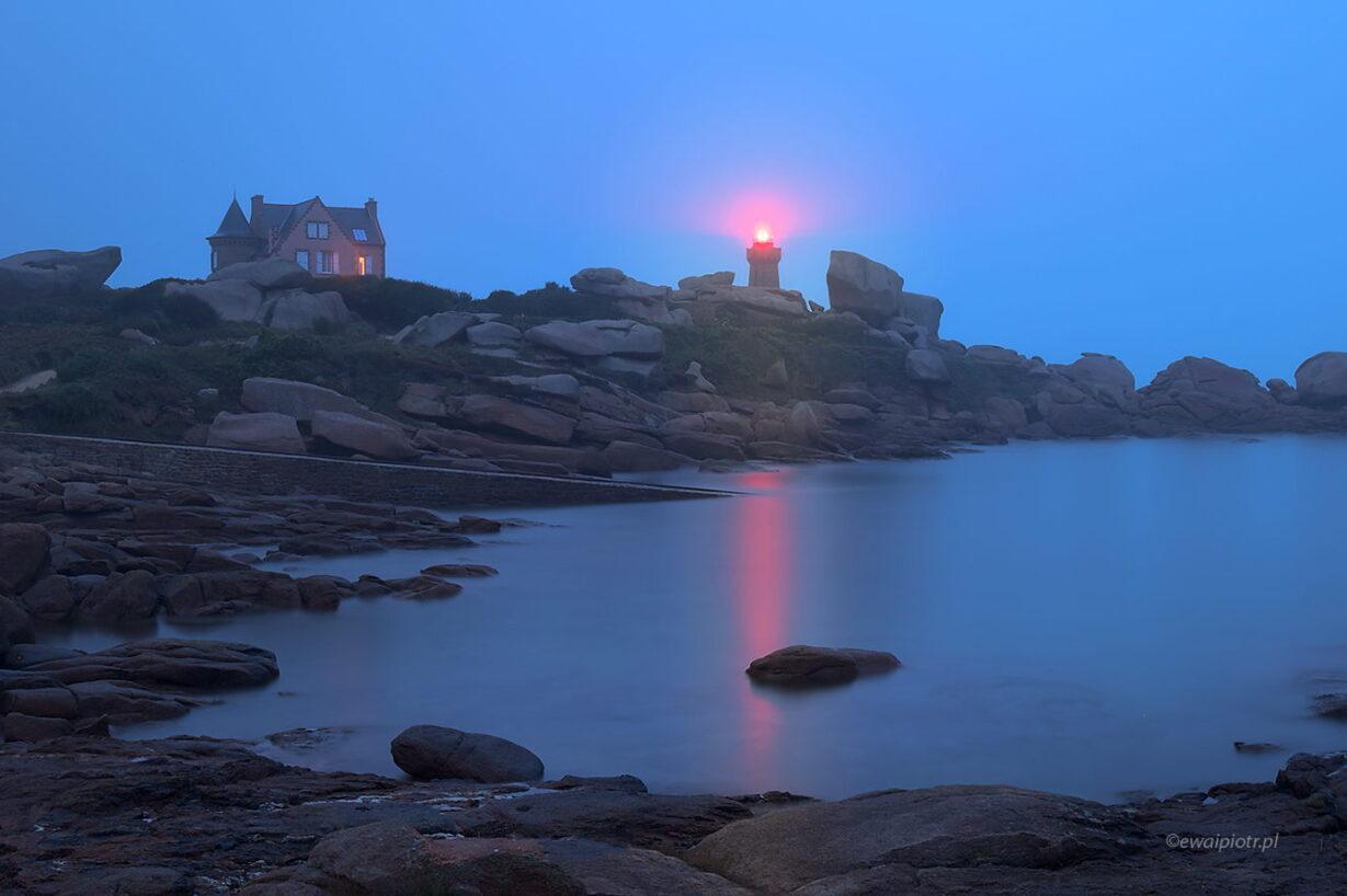 Wybrzeże Bretanii w różu i błękicie, tryb bulb, długa ekspozycja