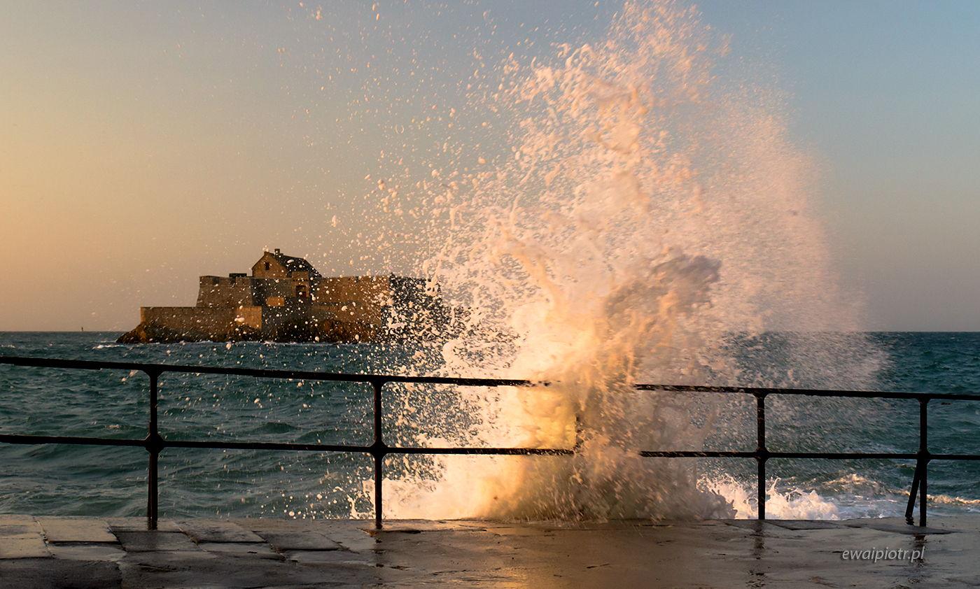 Fale w Saint Malo, Bretania, warsztaty fotograficzne