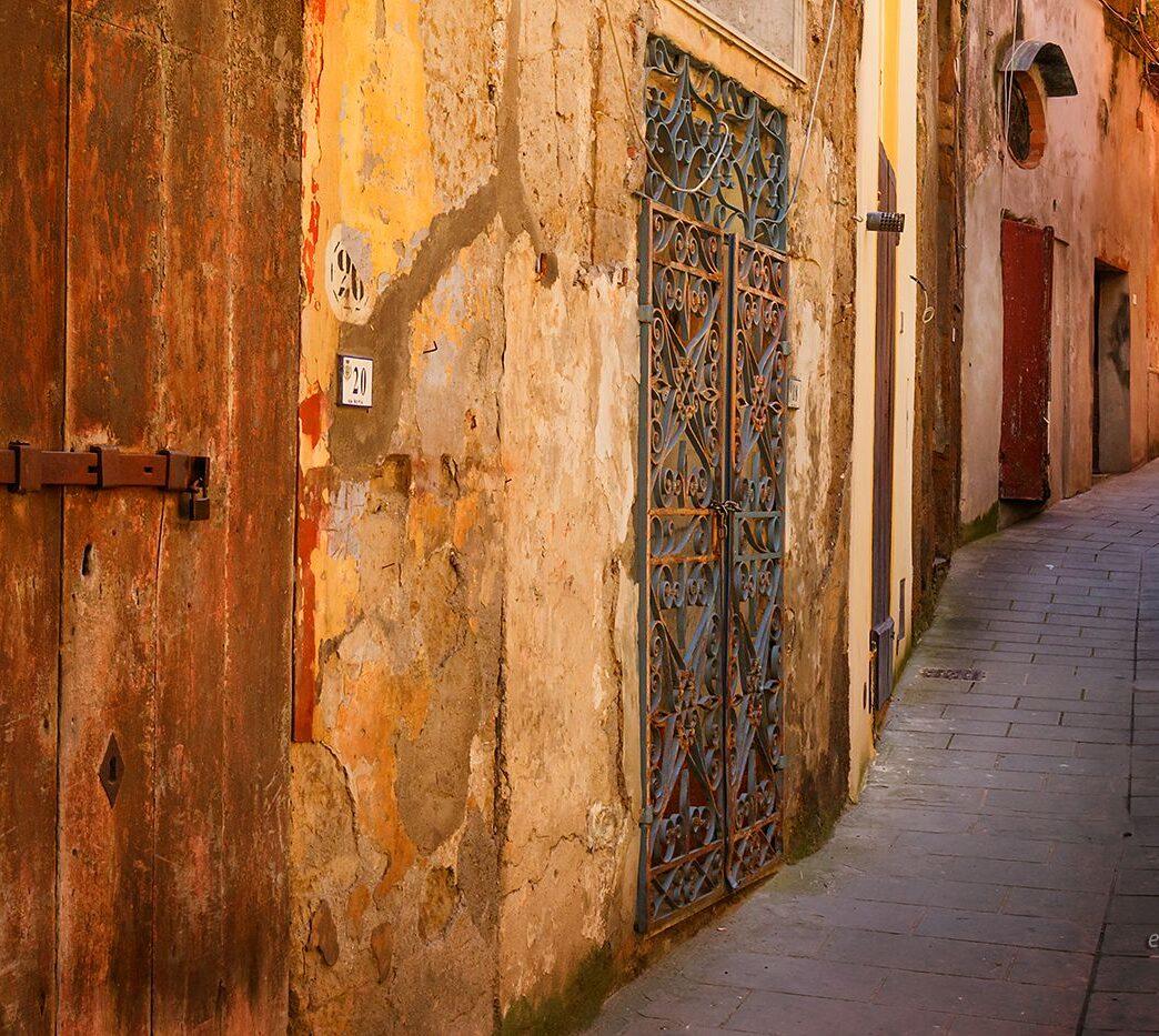 Uliczka w Sorano, Toskania
