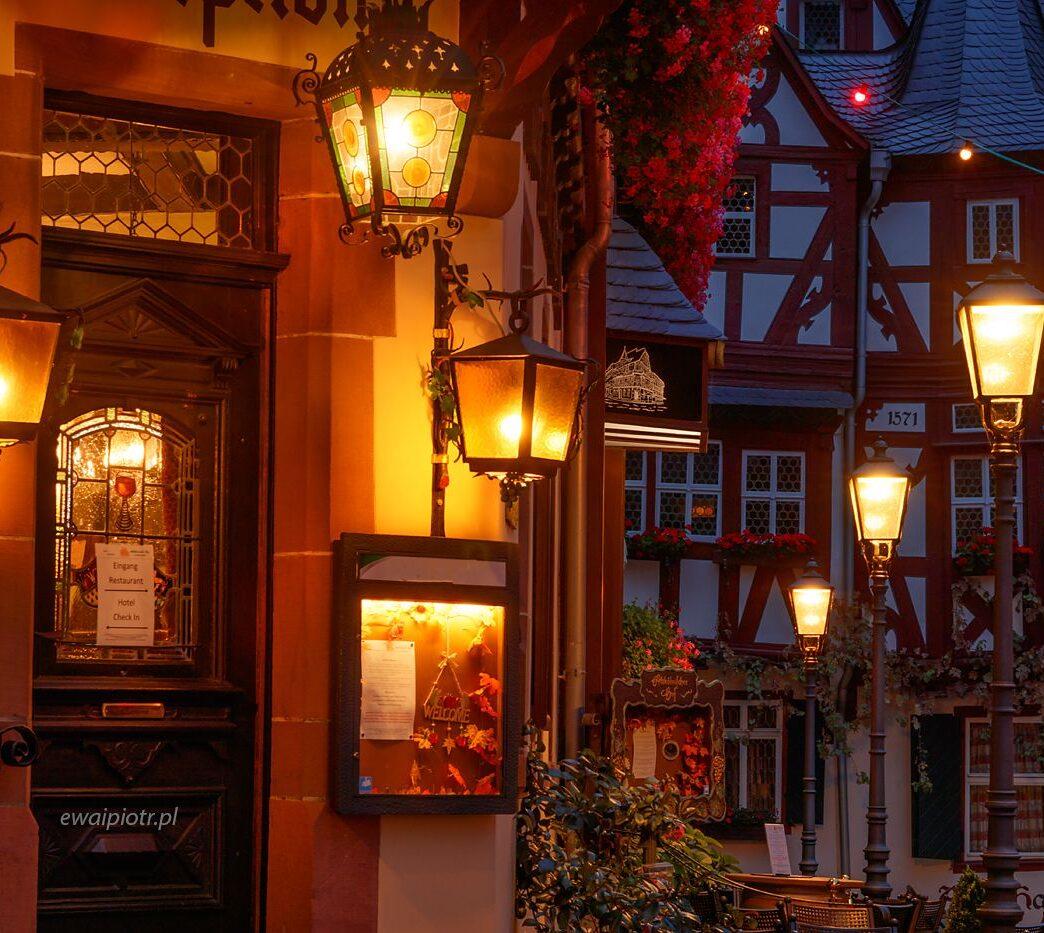 Wieczór w Bacharach, Złoto Renu, fotowyprawa, fotografia nocna, lampki