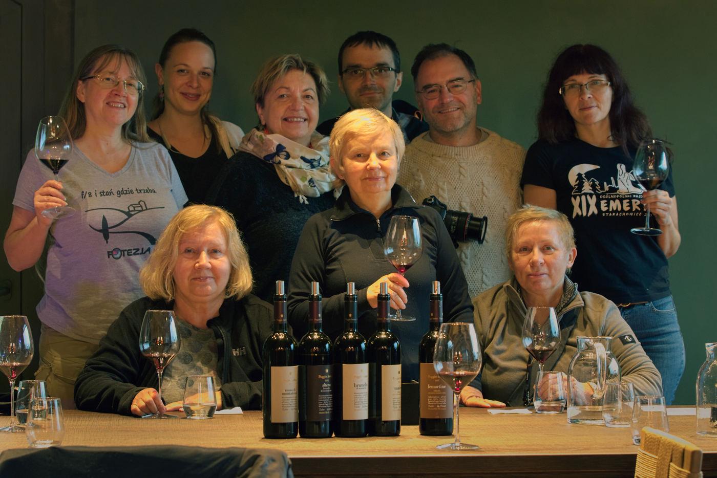 Uczestnicy fotowyprawy do Toskanii w trakcie degustacji wina, fot. Tomek Lemiech