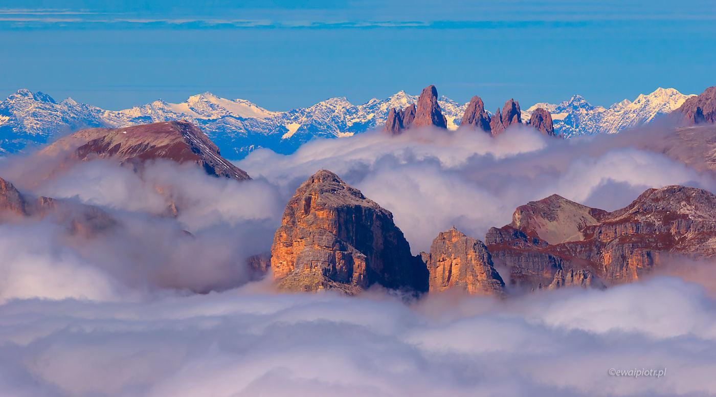 Dolomity w chmurach, jaki teleobiektyw do górskich wypraw