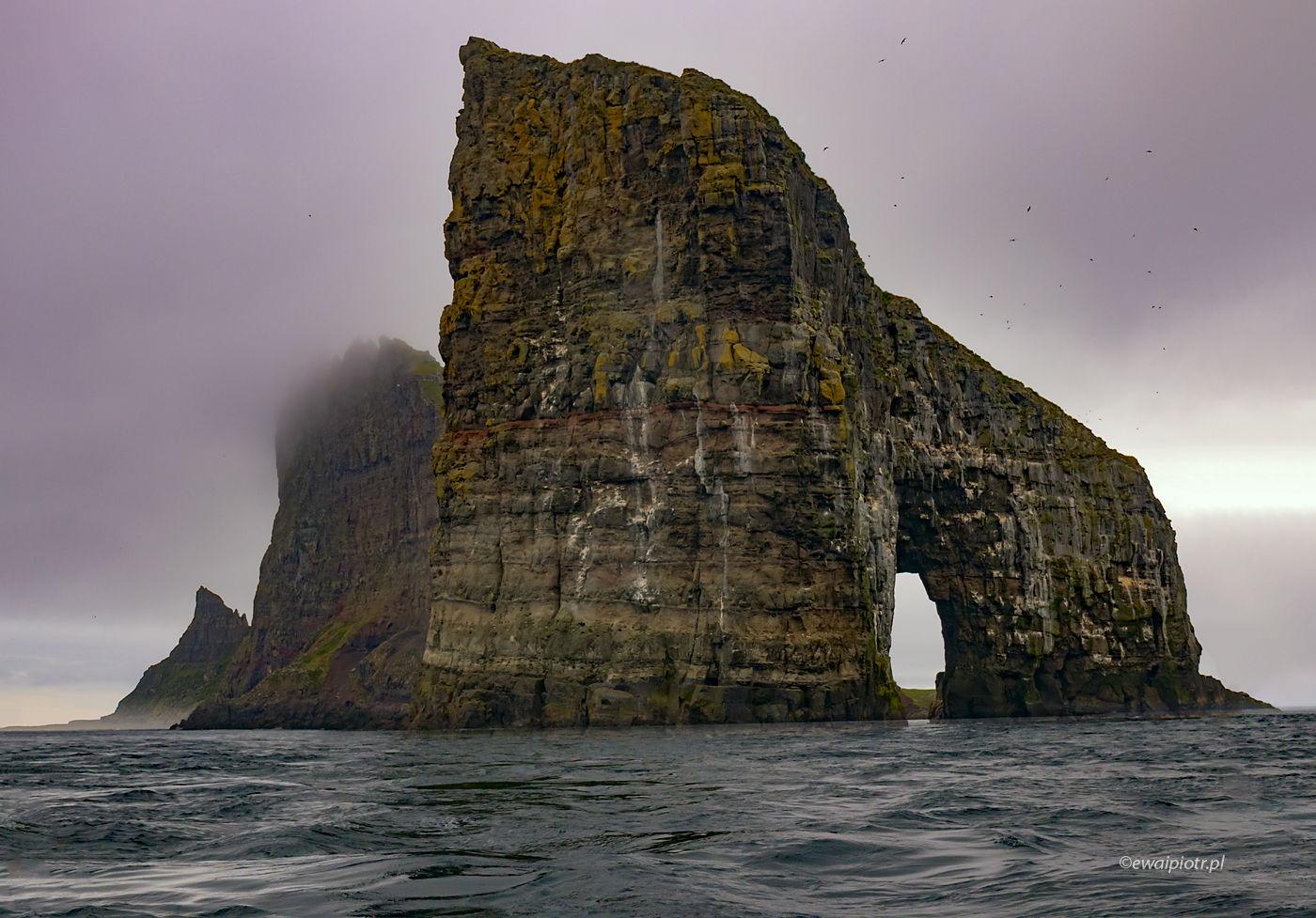 Drangarnir we mgle, Wyspy Owcze