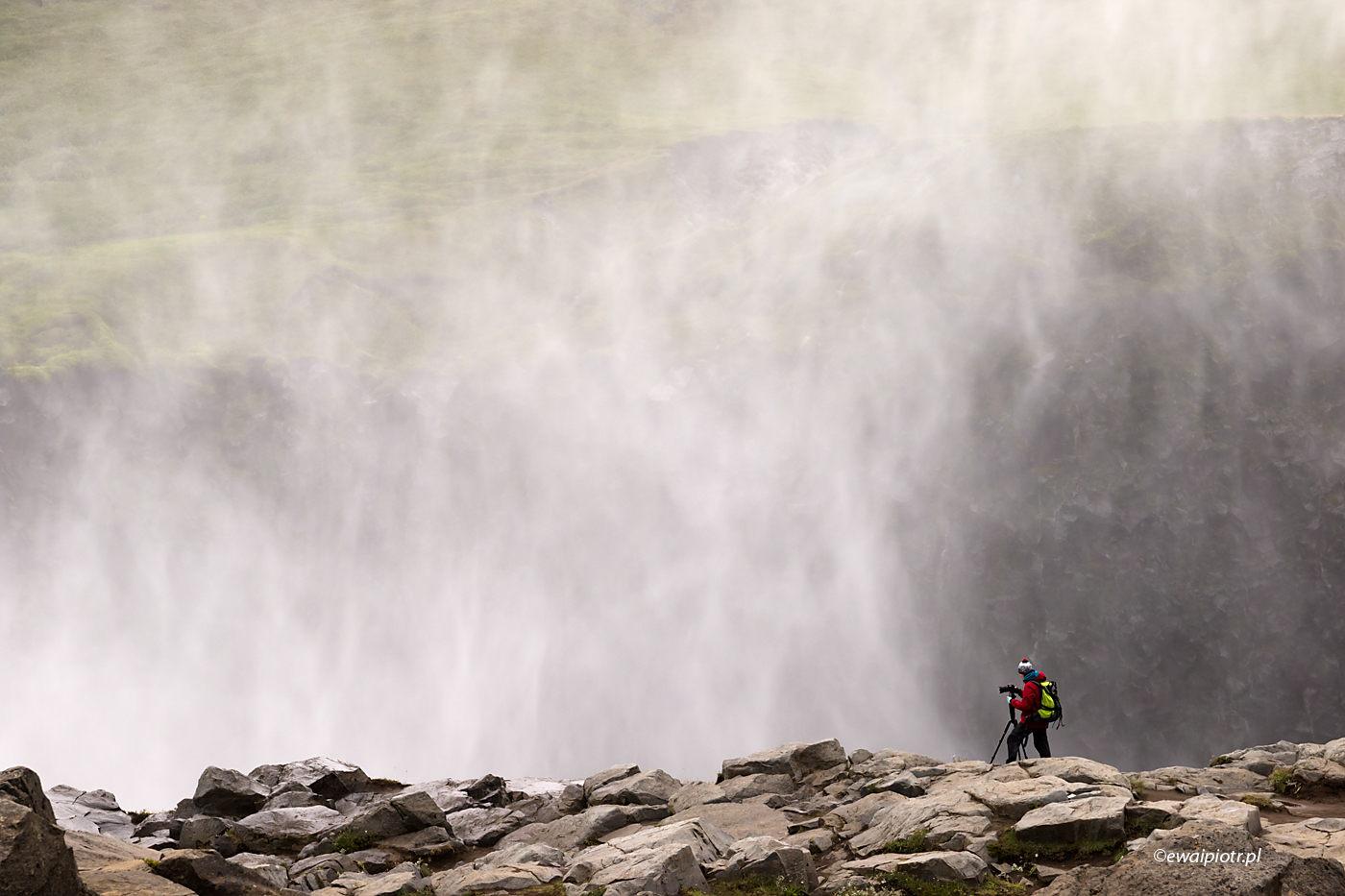 Nad wodospadem Dettifoss, Islandia, jak dużo się chodzi na warsztatach fotograficznych