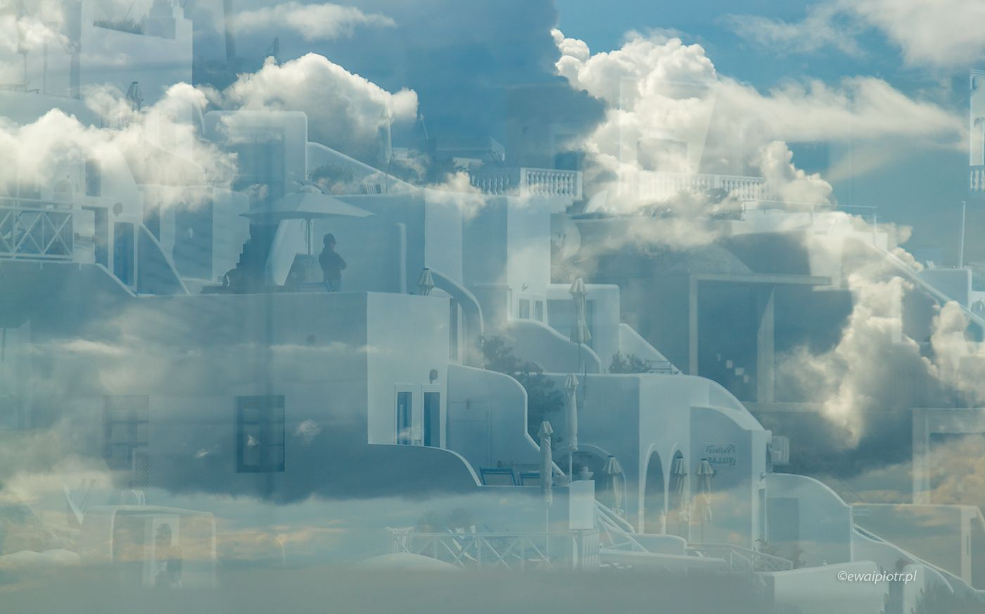 Santorini na niebie