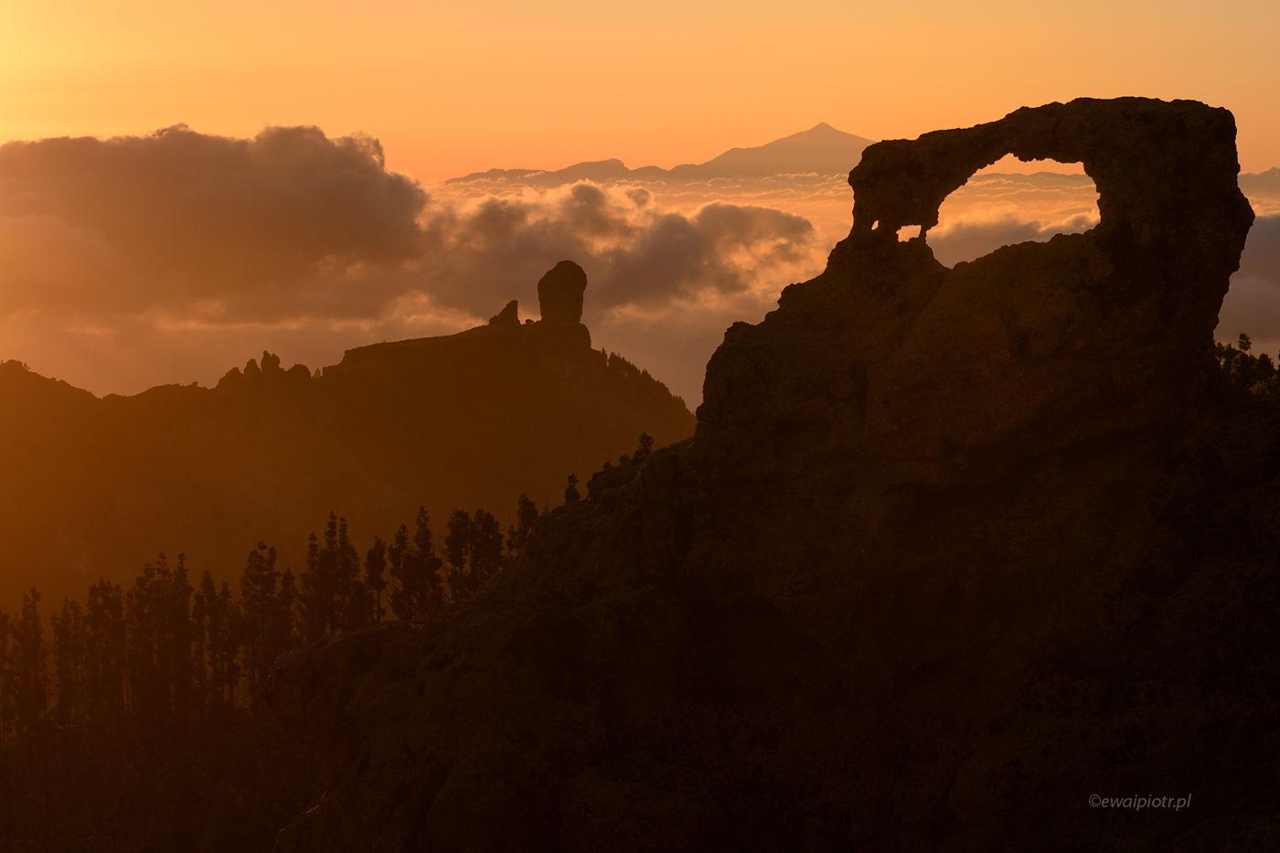 Roque Nublo i łuk skalny, Gran Canaria, Wyspy Kanaryjskie, perspektywa i zoom nożny, Pico de las Nieves
