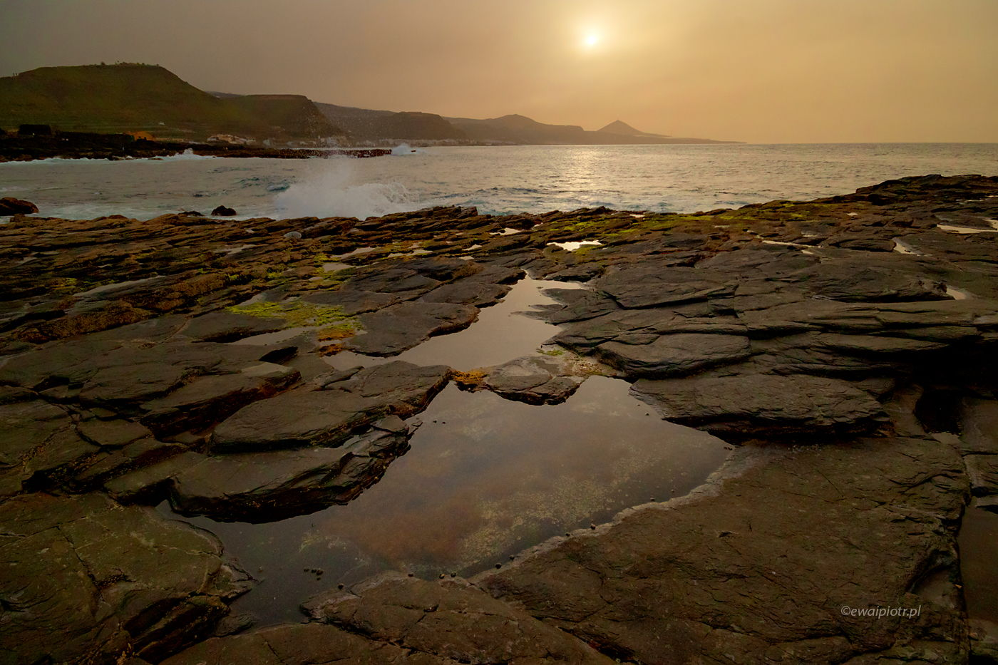 Skaliste wybrzeże i zachodzące słońce, Wyspy Kanaryjskie, ćwiczenia z kompozycji