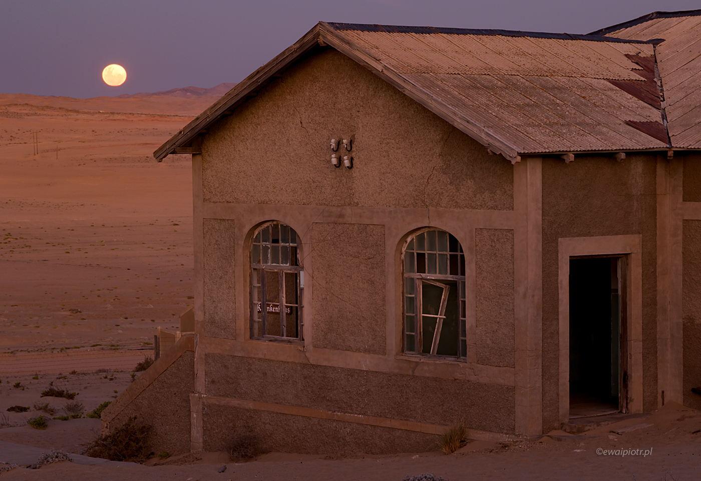 Księżyc nad Kolmanskop, Namibia