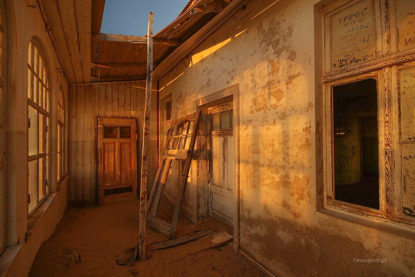 Poranne światło w Kolmanskop, Namibia