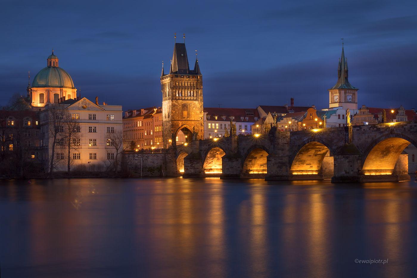 Praga wieczorową porą, Most Karola