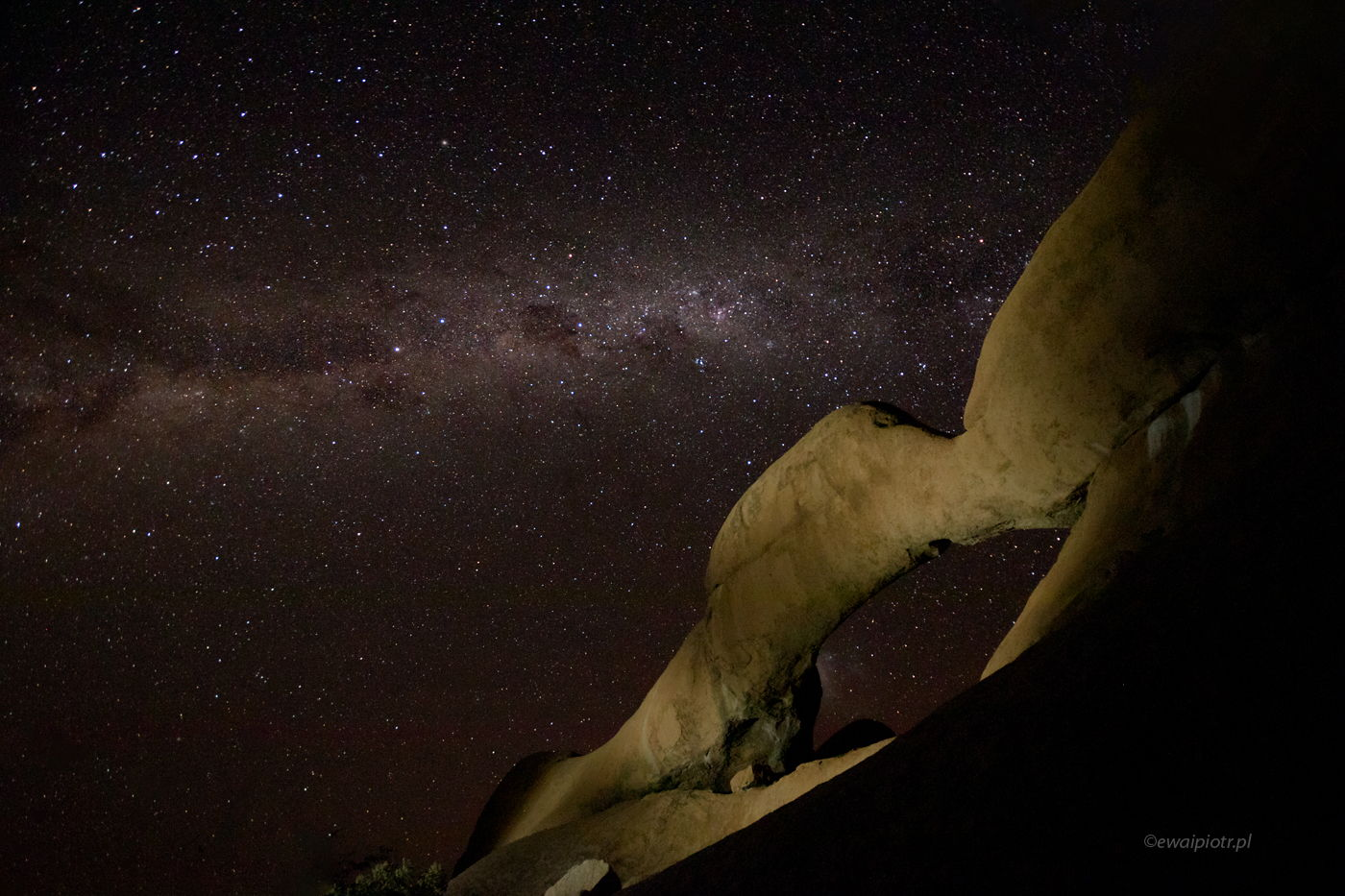 Noc pod Spitzkoppe, Namibia