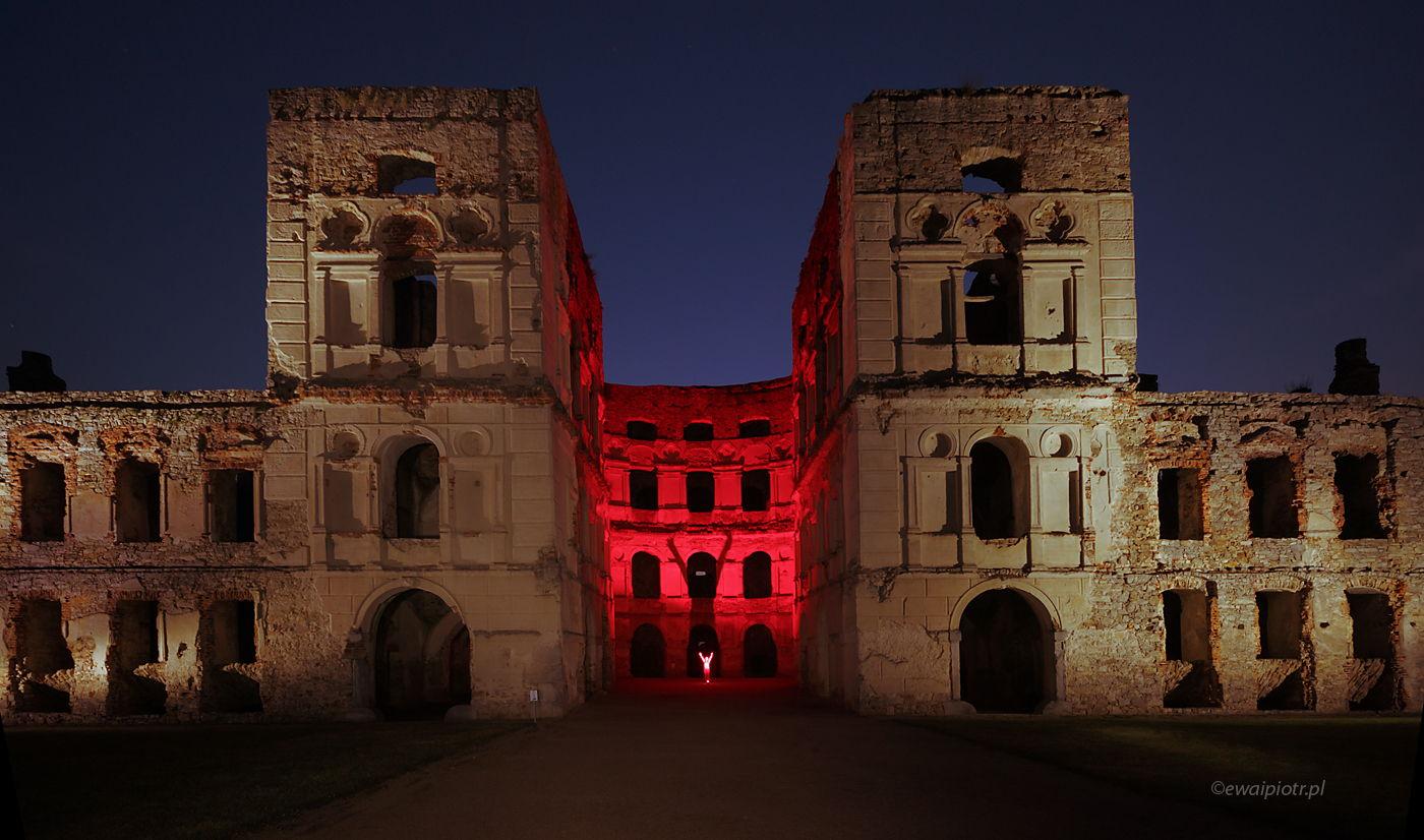 Szukając duchów na zamku Krzyżtopór, Świętokrzyskie, malowanie światłem
