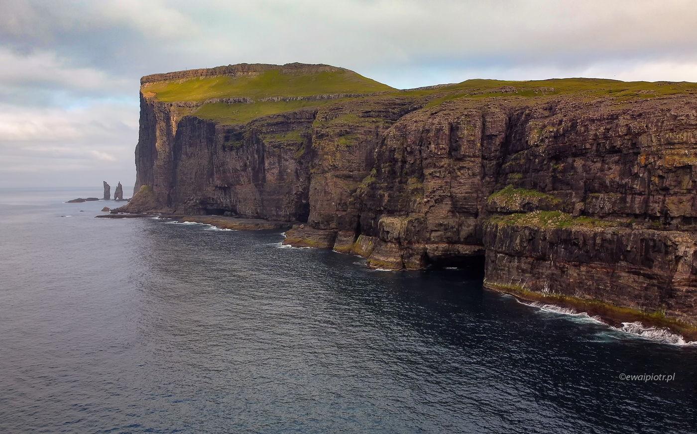 Risin og Kellingin czyli Troll i Wiedźma, Wyspy Owcze, dron na Wyspach Owczych, fotowyprawa
