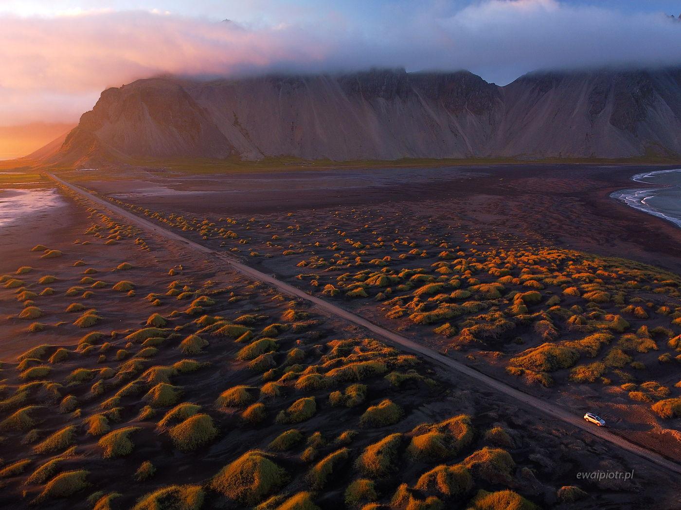 Stokksnes o zachodzie, Islandia, z drona