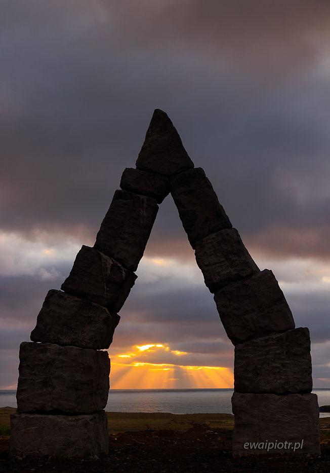 Arctic Henge i wschód słońca, Islandia