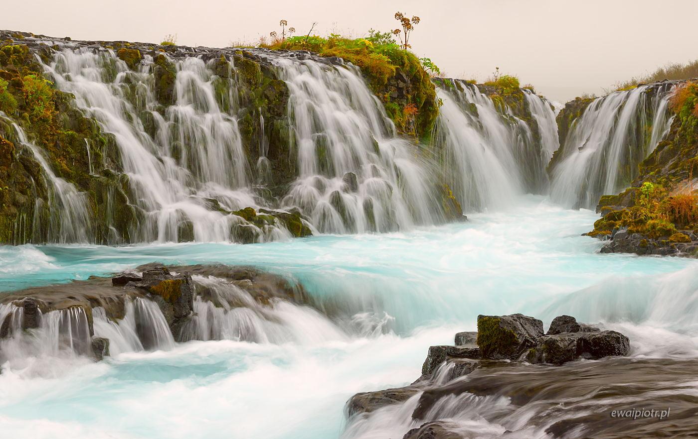Wodospad Bruarfoss w deszczu, Islandia