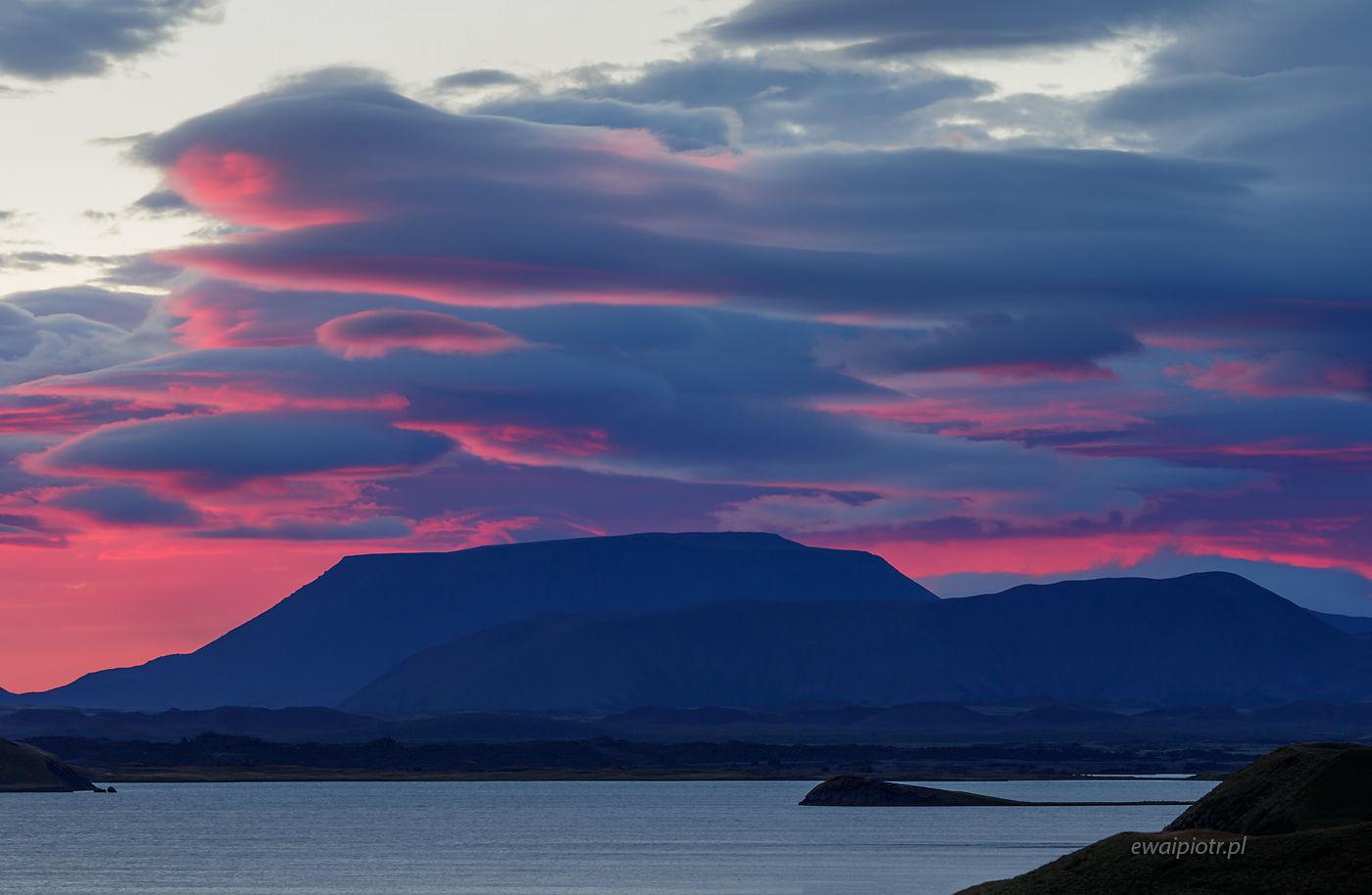 Wschód słońca nad jeziorem Myvatn, Islandia
