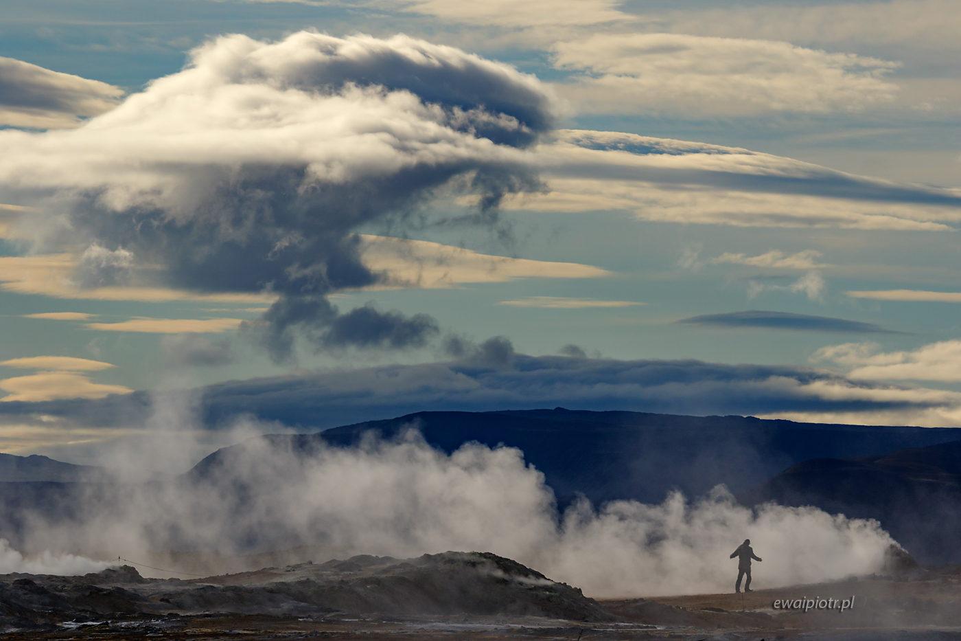 Chmura i człowiek, Islandia, pole geotermalne Hverir