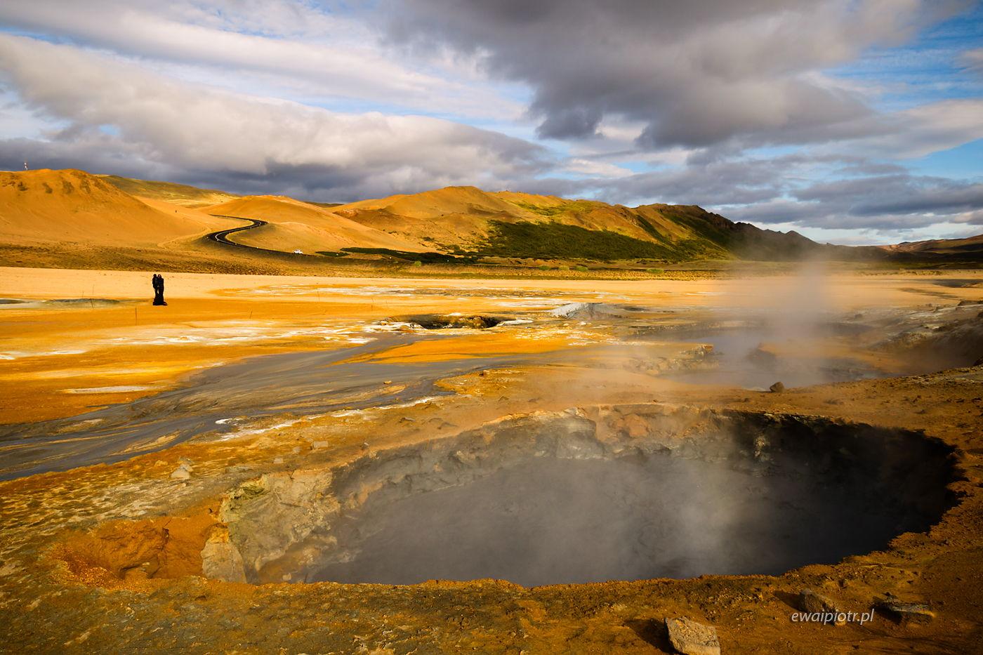Dymy nad Hverir, Islandia